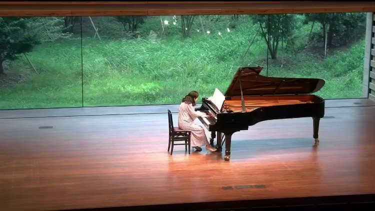 ピアノ演奏中に2歳の息子さんが乱入してきた!