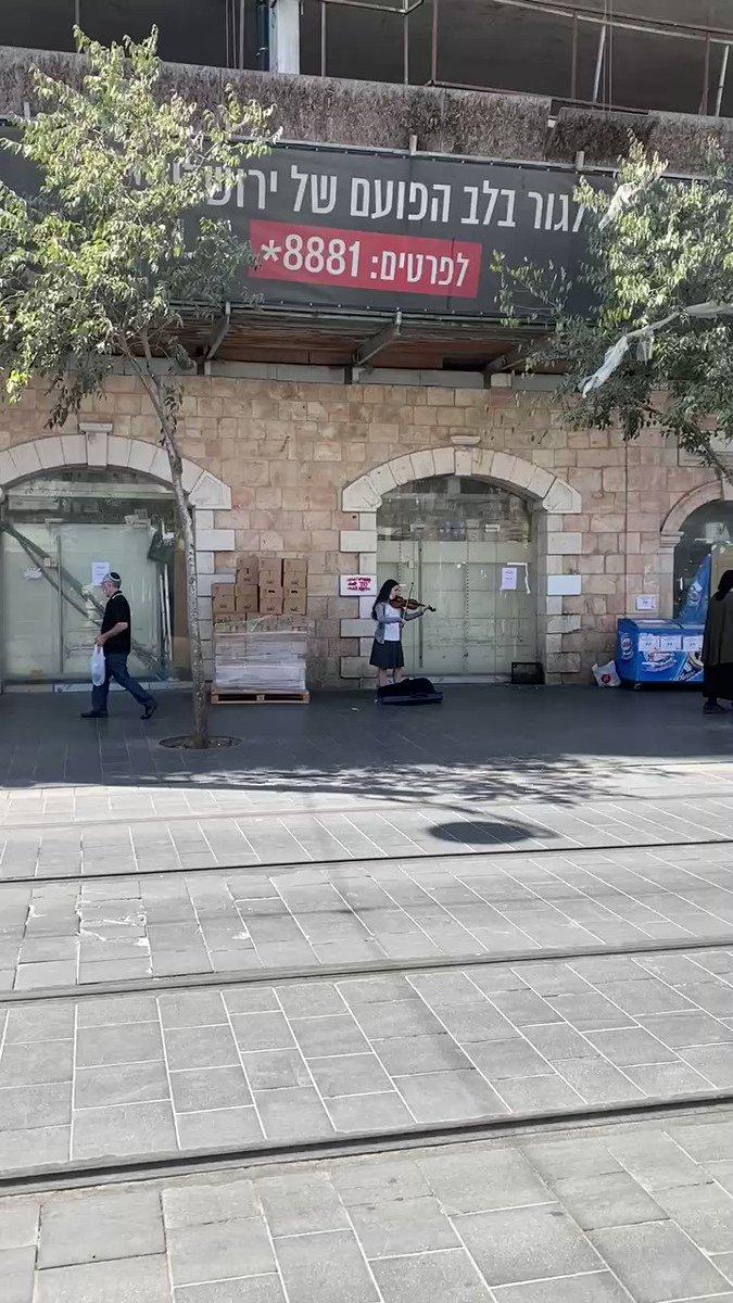 شابة يهودية من اورشليم القدس تعزف على الكمان لأم كلثوم وفيروز أغاني عربية كلاسيكية …