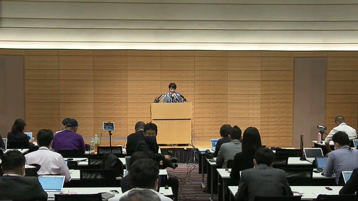 記者:中国の人権弾圧にどう対応する? 高市:実際に人権侵害が行われ、日本にいる特定の民族の方々が脅迫を受け、つらい思いをされている。対中非難決議を行う努力をしてきたが、叶わなかった。申し訳なく思う。日本にいる方々をお守りするのは日本政府の責任。次期国会で一刻も早く、と考えている。