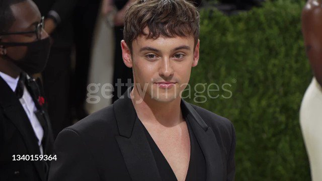 British Olympian Tom Daley at The 2021 Met Gala Celebrating In America: A Lexicon Of Fashion at Metropolitan Museum of Art in New York City.  @TomDaley1994 @TeamGB  More #GettyFootage 🎥 #MetGala @metmuseum 👉 bit.ly/3AbjBDc #MetGala2021 @voguemagazine