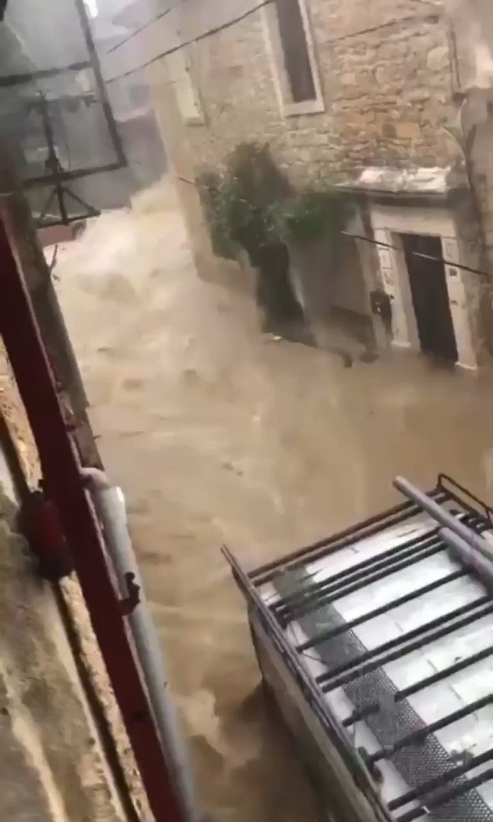 Image for the Tweet beginning: 🇫🇷 #Gard : #Inondations sur