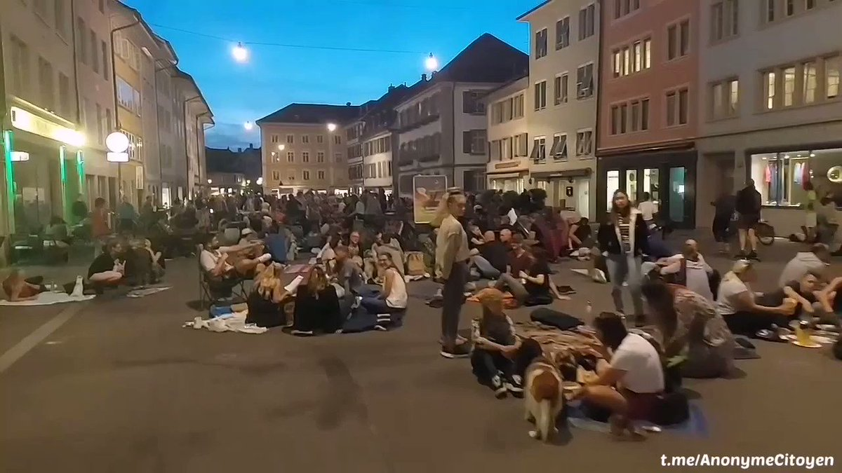 Swiss Citizens Revolt, Install Tables Outside in Front of Bars, Restaurants to Ignore Vax Passports NhT3uULX2Co4Hbks