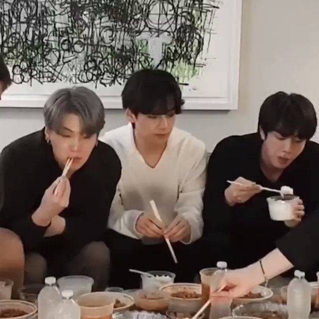 taehyung complained bcs sat between yoonjin who had workin out nowadays then he squeeze their shoulders... WHY IS HE SO CUTE 😭