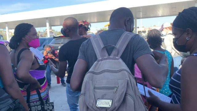 Feds Dumping Haitians at Texas Gas Station Dw61xUkWT3HR8qS8