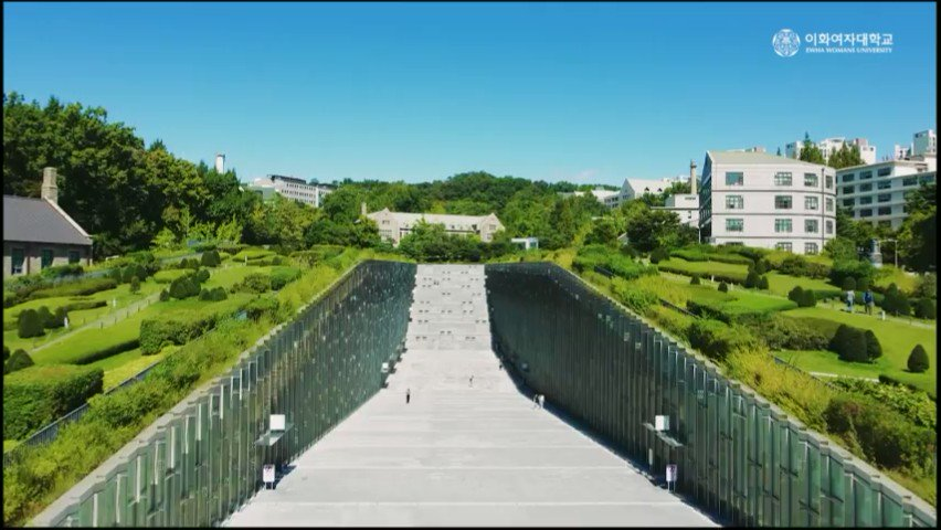 [Today's Ewha Cam] Early autumn is here on campus! feat. aerial filming #Ewha_autumn #autumn_sky #blue_sky_white_clouds #share #healing #today's_ewha_cam #Ewhawomansuniversity #EWHA #UNIV 이미지