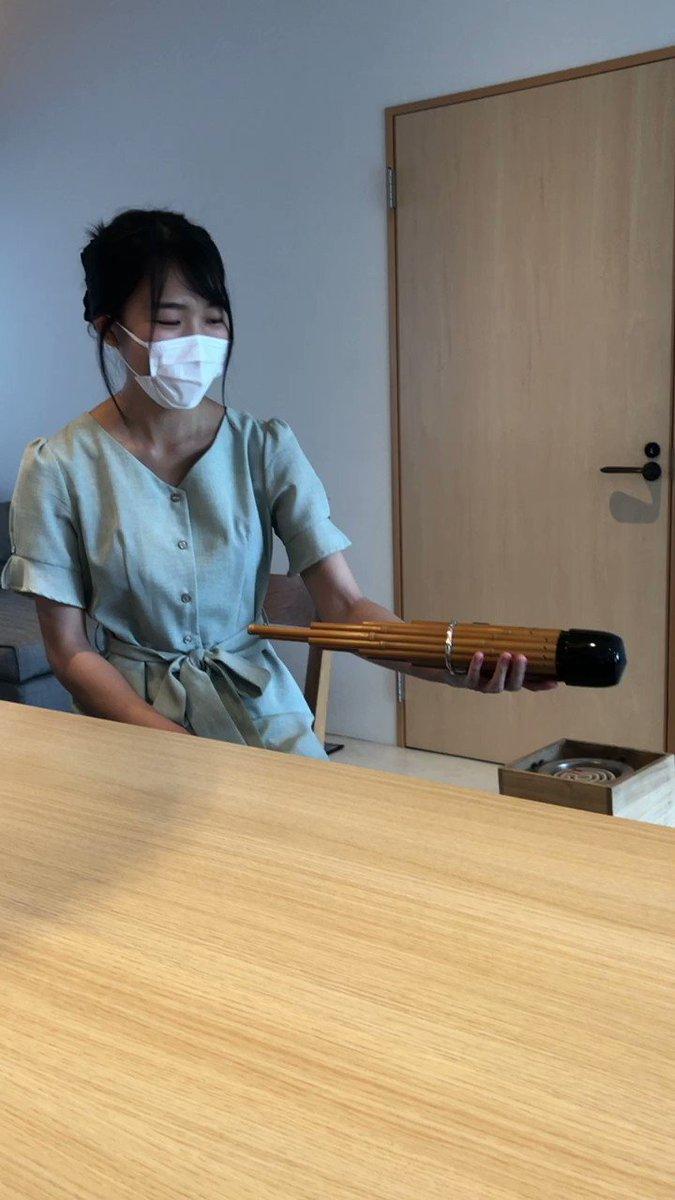 初めましてのカニササレアヤコさん。笙を温めるところを見せてくれました。明日のフォルテピアノ奏者小倉貴久子さんとのトリオのチケットまだあります👇