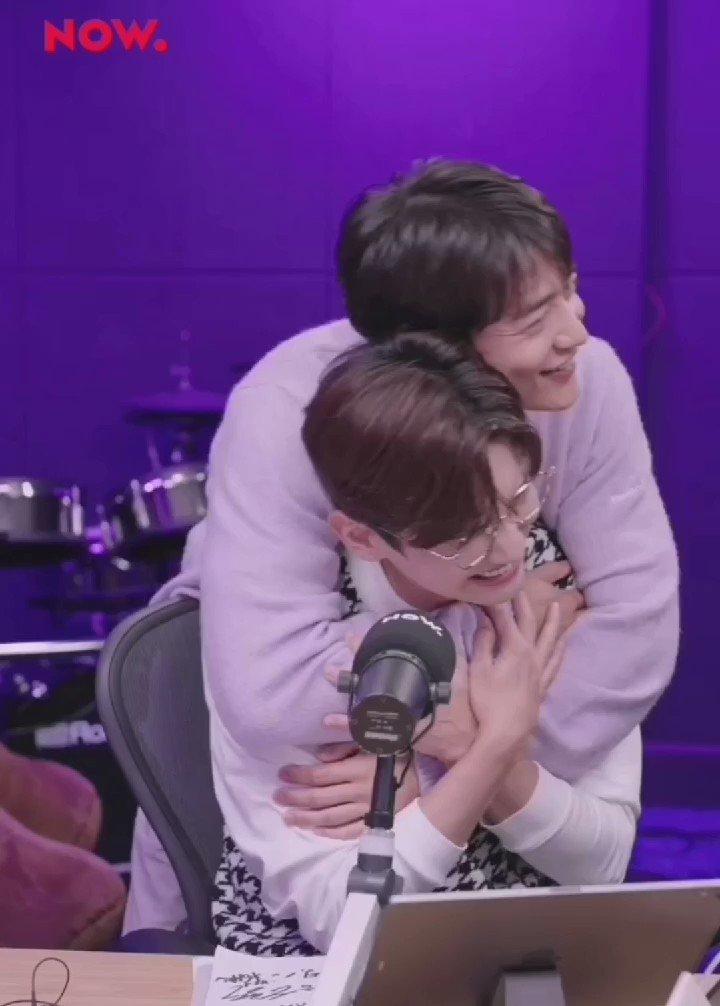Minho hugging Changmin and both being the cutest fluffballs ever 💜💚✨  #최강창민의프리허그 #최강창민의프리허그_DAY #DBSHINEE
