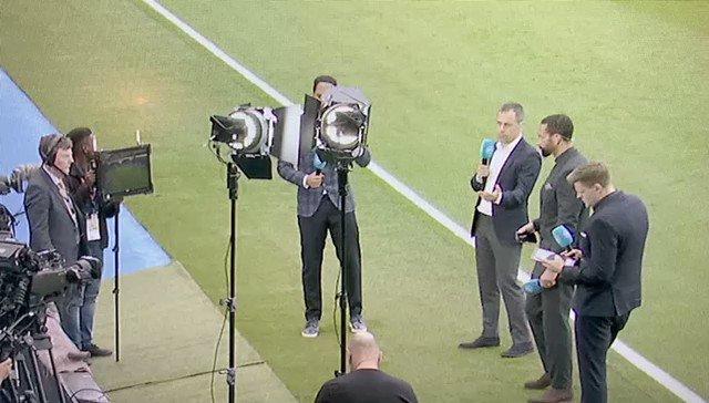 Man Utd beaten, phone smashed…good day @rioferdy5 ? https://t.co/VPjLSyCEAX