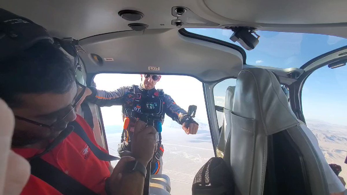 . @MattJaskol jumps out of the helicopter to parachute his way to driver intros for today's Xfinity Series race at Las Vegas.