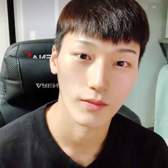 [270921] ATEEZ'den San V Live yayınında Soobin ve Yeonjun'dan bahsetmiş~  S: Soobin çok sevimli, değil mi? Gerçekten sevimli! TXT... Onları başta Yeonjun'la aynı lisede okuduğumuz için tanıdım ama şimdi Soobin adında da +  @TXT_members @TXT_bighit