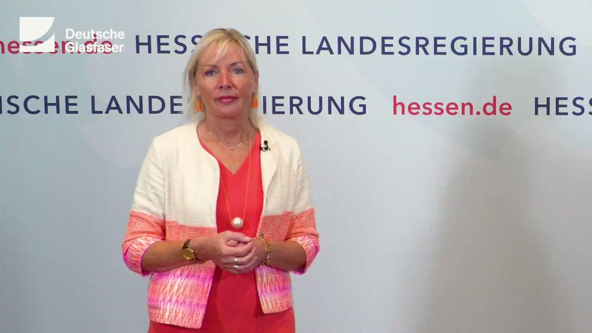 Bis 2030 wollen wir in #Hessen knapp eine Million Haushalte mit #FTTH Glasfaser anbinden. @DigitalesHessen optimiert Genehmigungsverfahren und fördert moderne Verlegemethoden. Darauf haben sich unser CEO Thorsten Dirks und Ministerin @KSinemus verständigt. https://t.co/55PqPxpfbb https://t.co/YIBhD5OKzE