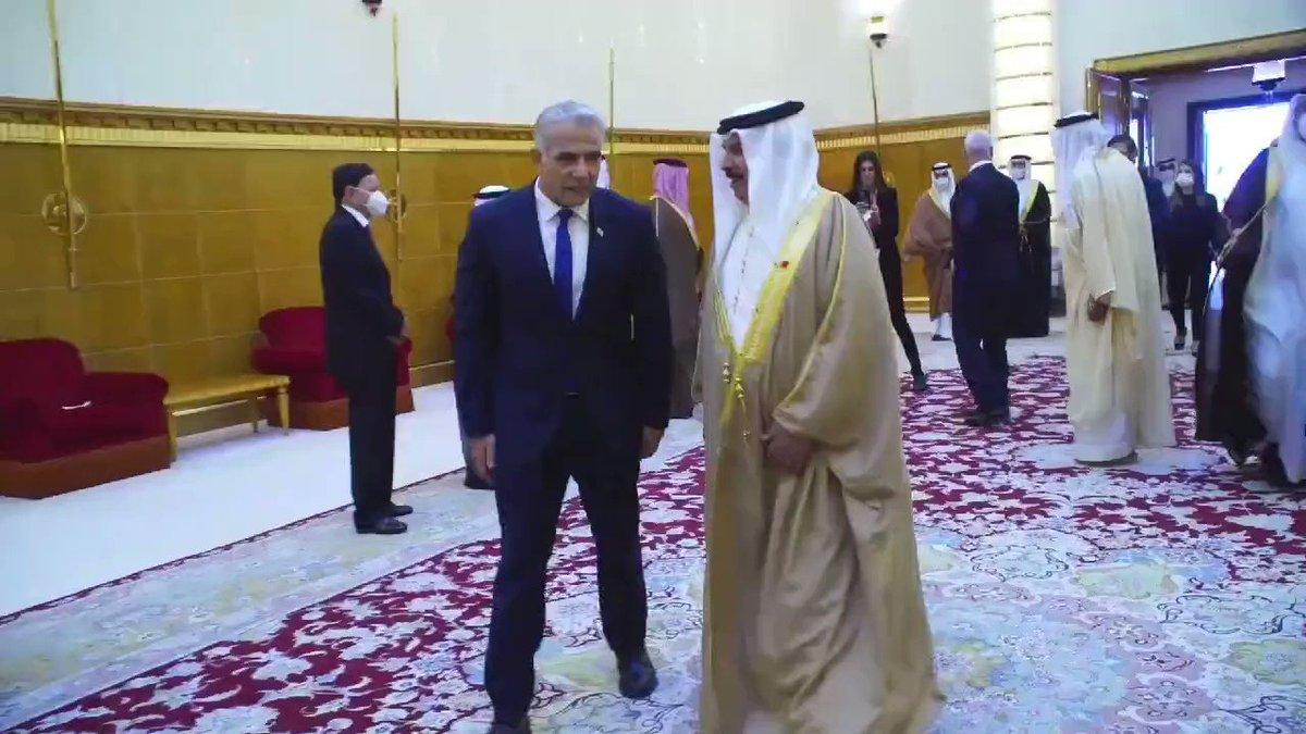 بالفيديو: وزير الخارجية الإسرائيلي يائير لبيد مع سمو العاهل البحريني حمد بن عيسى
