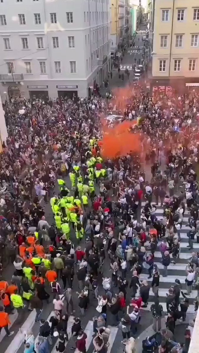 Italy: Large Protests Break Out Against Vaccine Passports TpbTvFjw2uzs8ruM