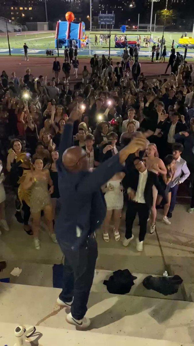 RT @WLHSAthletics : WL 校長 - Tony Hall!!!!!!!!!!!!!!! #2021Hoco  @GeneralsPride  https://t.co/OGcEQwVCqt