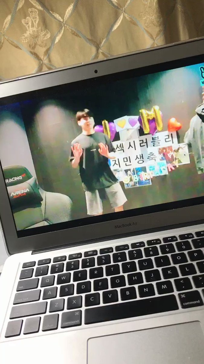 @bts_we_are_7's photo on jimin live