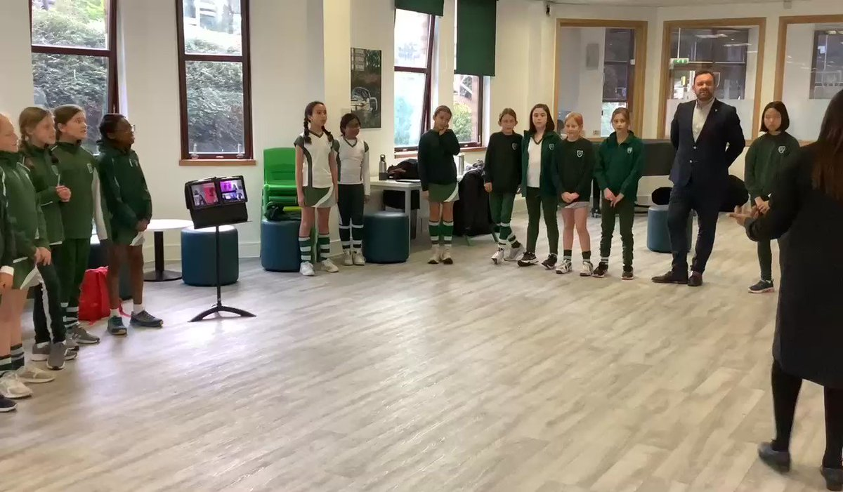 A massive thank you to @shez79 from @BlackVoicesUK for your work with our KS2 students! What a fabulous finish to the day with the Year 6 girls singing in harmony to Melodies in Heaven! @CSBWRAY @SHSGirlsPrep @SHSPrepMusic @MrWilliamsSHS