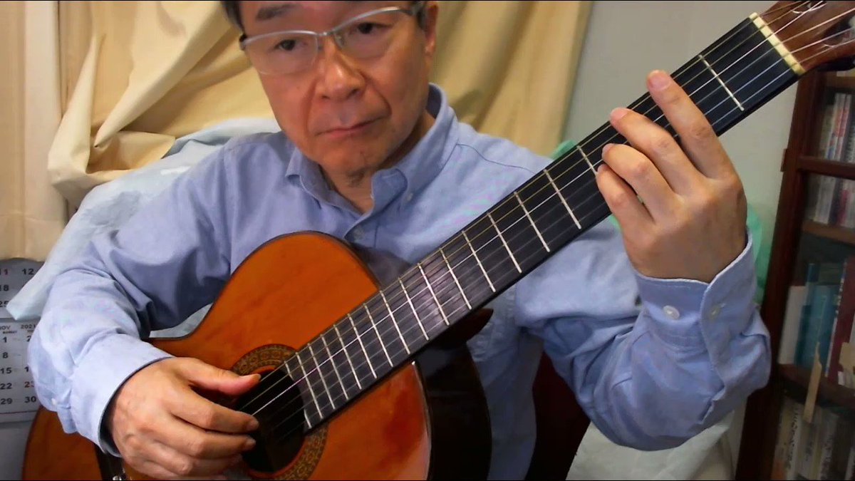 YOASOBIの「夜に駆ける」をワルツにして、ソロギターで弾いてみました。
