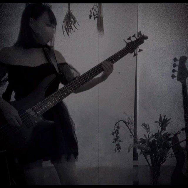 10月なので、コスプレでKanaria/KING弾いてみました!ご覧頂けたら嬉しいです🙇♀️✨いいね、コメントくださったら凄い嬉しいです♥️✨