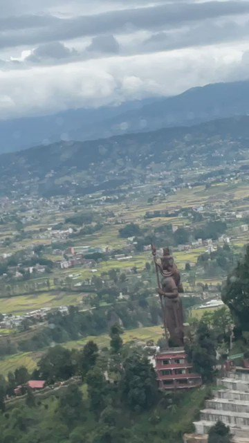 On my way to Kathmandu from #NamcheBazar by helicopter saw this magnificent and larger than life #ShivPratima!! Prayed for all of you too. And shouted loudly #OmNamahShivaya!!🙏🌺 #JaiBholenath #Nepal #Uunchai