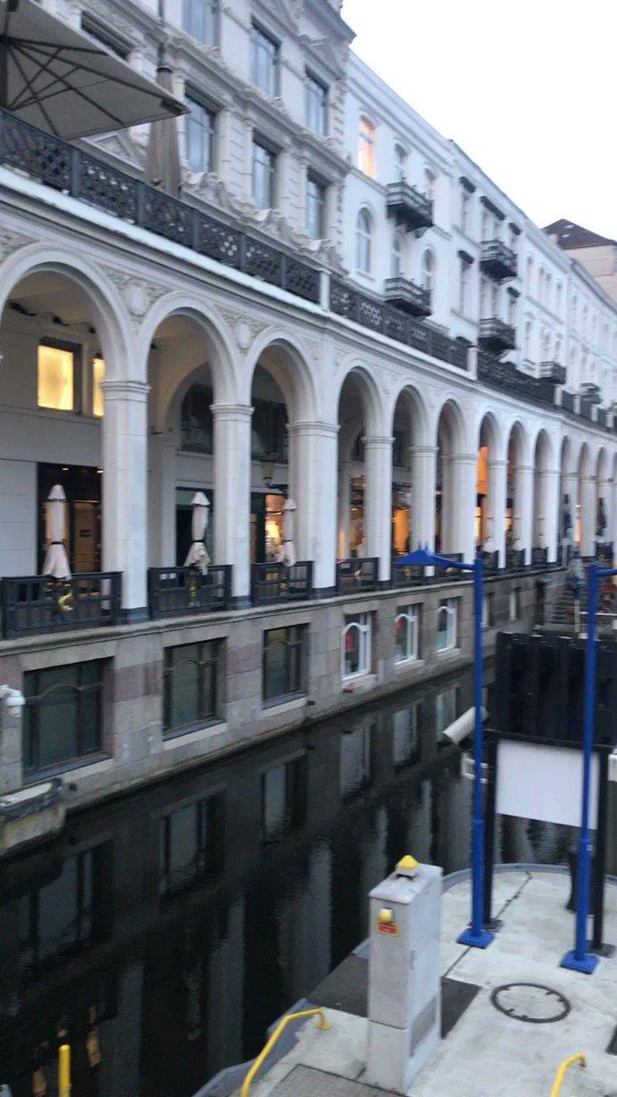 Size kısasından bugünden şöyle Hamburg Rathaus'u izlettireyim etrafı.  #germany #hamburg #rathaus