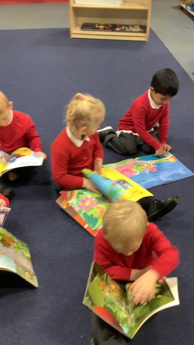 Image for the Tweet beginning: #Nursery PM Enjoying stories together😀