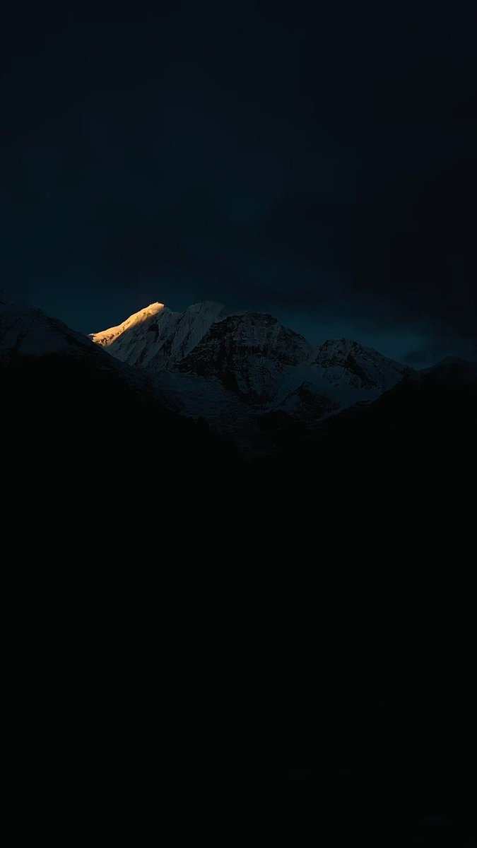 Woke up at 5.30 in the morning to watch this miracle of nature. This is how early morning sun rays slowly hug and kiss the majestic #Annapurna mountains in #Himalayas! 🌻😍 #Peace #Humbled #Nepal #TimeLapse