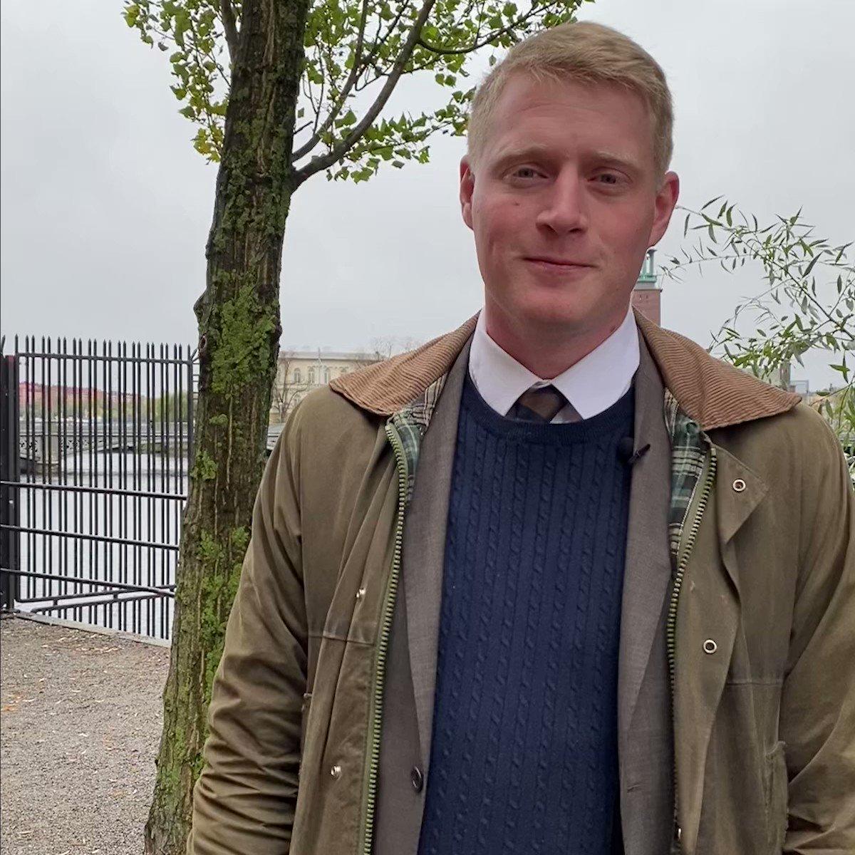 Jobba med hållbarhet och sänkta utsläpp står högst på agendan när nyvalde ordföranden i Nordiska rådets hållbarhetsutskott @magnusaek @MittengruppenNR ska peka ut vad som är viktigast i det nordiska samarbetet inför #nrsession 1-4.11 i Köpenhamn https://t.co/JZUyhOEqmB #nrpol https://t.co/rGu3wnhtXn