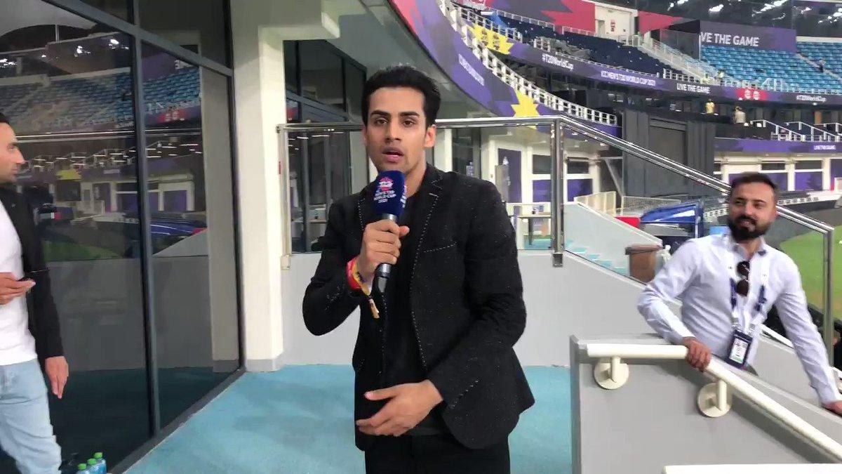 Look who we spotted 🇵🇰 fans 👀  #INDvPAK | #T20WorldCup https://t.co/9ePNgJsNNz