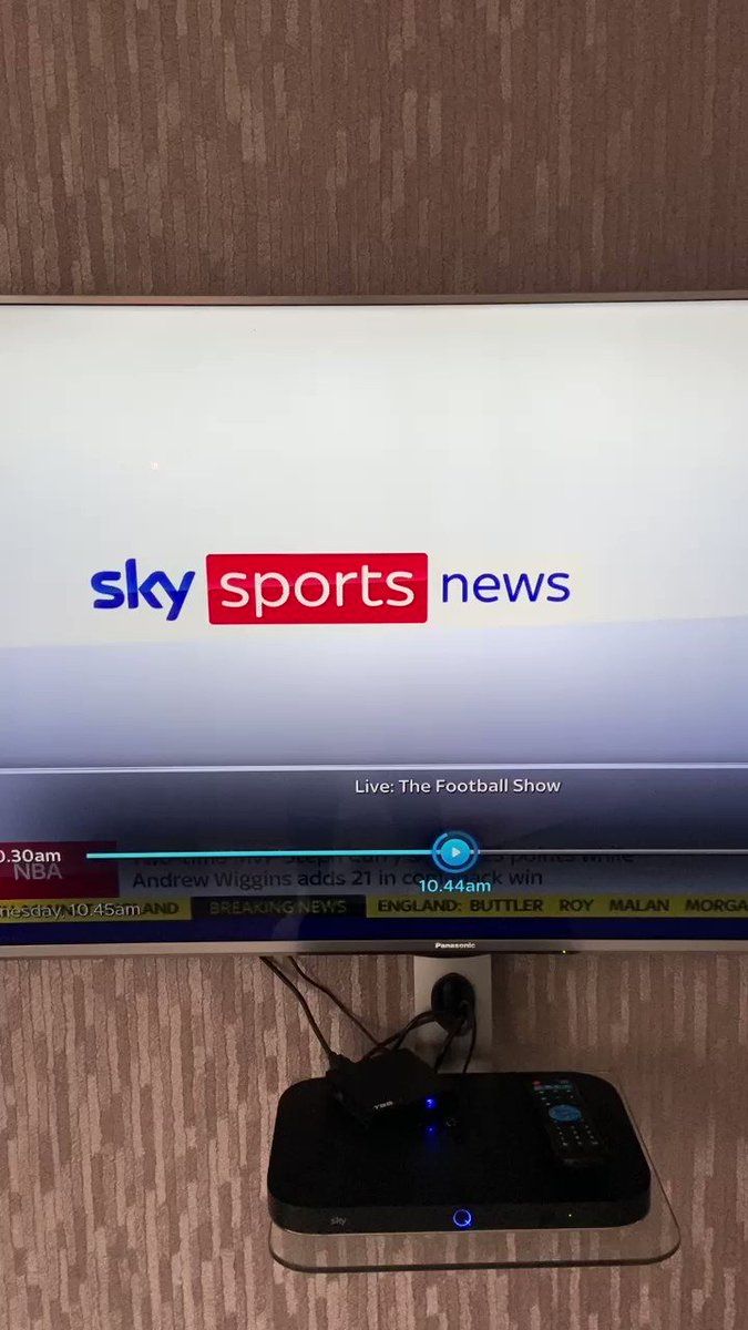 RT @ChantLFC: Haha, Danny Mills thought Sky Sports had gone on break before calling United shit. Class!  https://t.co/gvazD0BA7p
