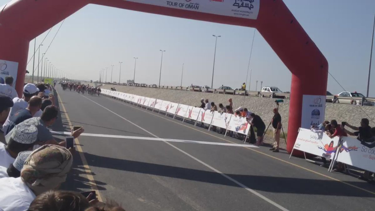 Finish video of #TourofOman Stage 3, won by @Kristoff87. http://t.co/AlJJxhRdDT