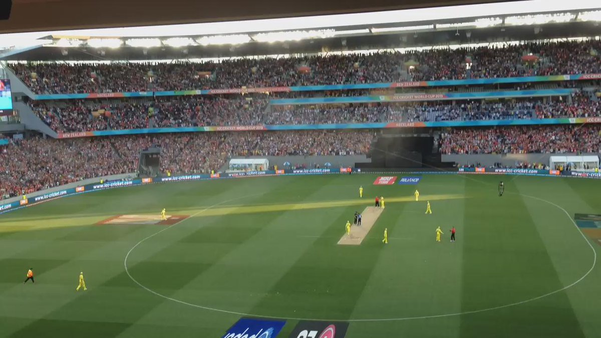 Wow that was close but @BLACKCAPS win by 1 wicket and crowd goes mad! #NZLvAUS #cwc15 http://t.co/egmb8oNGXf