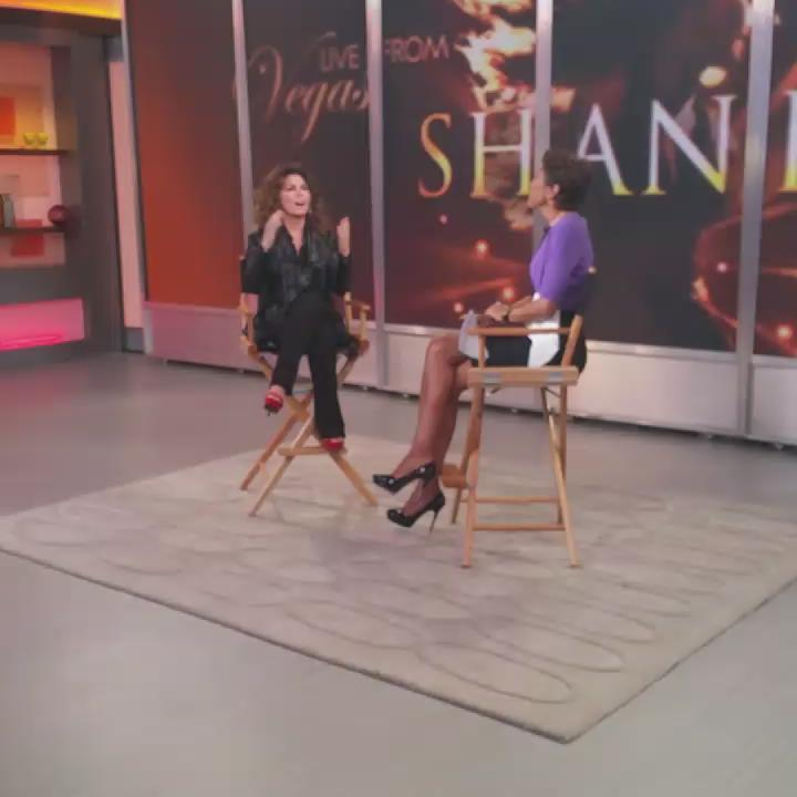 LIVE on @GMA, @ShaniaTwain announces she'll be going back on tour for the first time in 11 years. #ShaniaOnGMA http://t.co/hIl6BJupH3