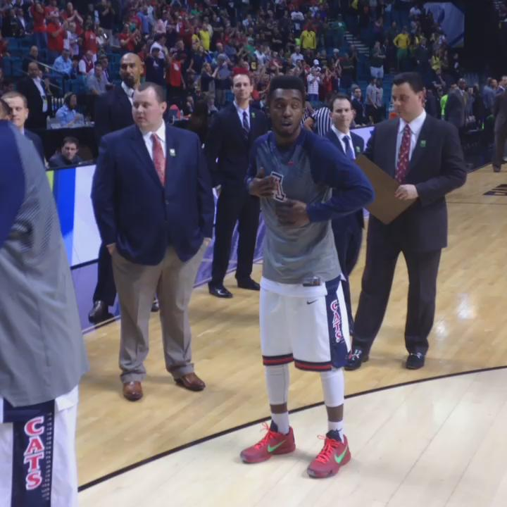 "fire! I need this video ""@AZATHLETICS: The handshakes. #APlayersProgram #BearDown http://t.co/8NL0Z3yeeG"""