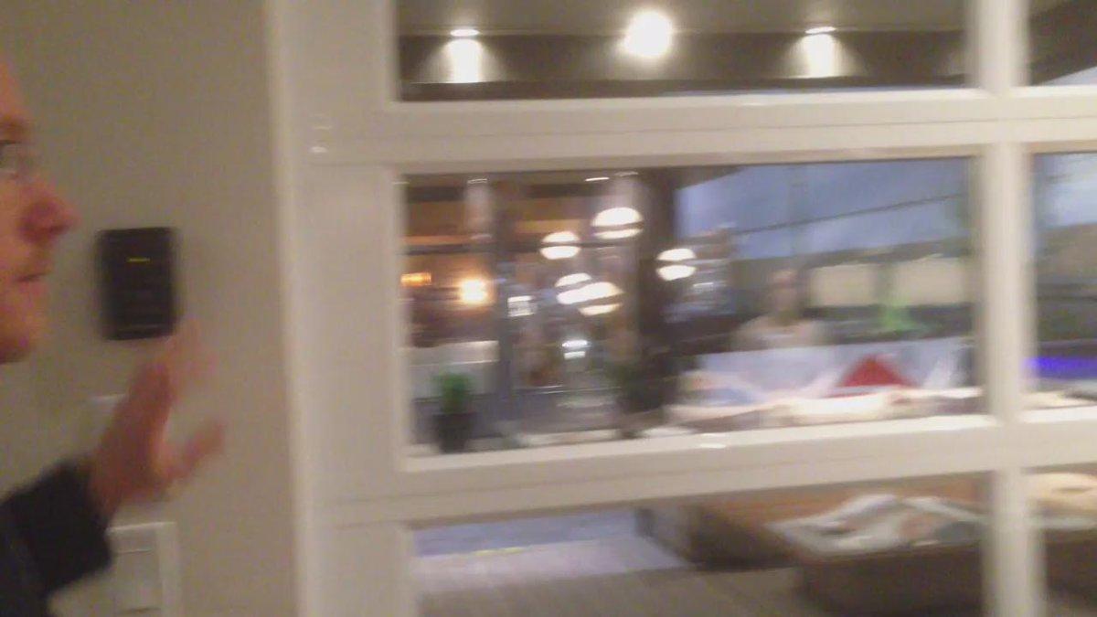 Voici comment agrandir votre maison avec un mur ouvrant vers l'extérieur. @Ind_Bonneville @HomeShowsTO @matintoronto http://t.co/IiQwvxuDLf