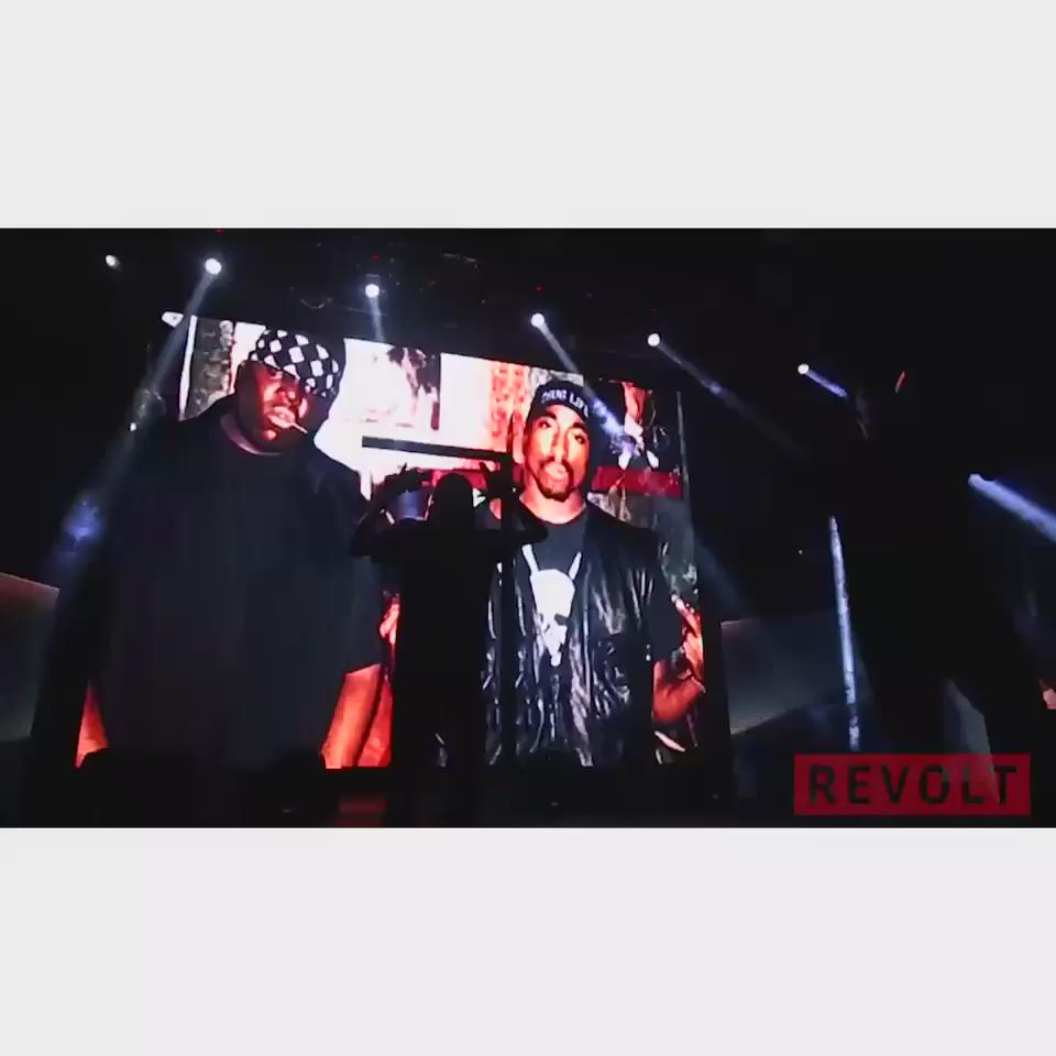 Catch me and bro's #112 tonight! On @RevoltTV W/ @iamdiddy @snoopdogg #PuffSnoopMSG http://t.co/z2RzHASTAe