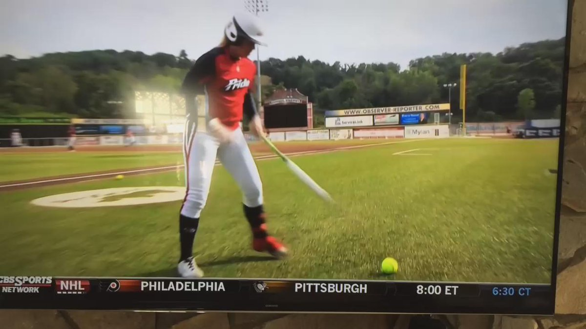 Big bat@KSandberg23-has tricks-good tricks! #NPFDraft #utm  @UGAsoftball @profastpitch http://t.co/DlOt5EH7Gz