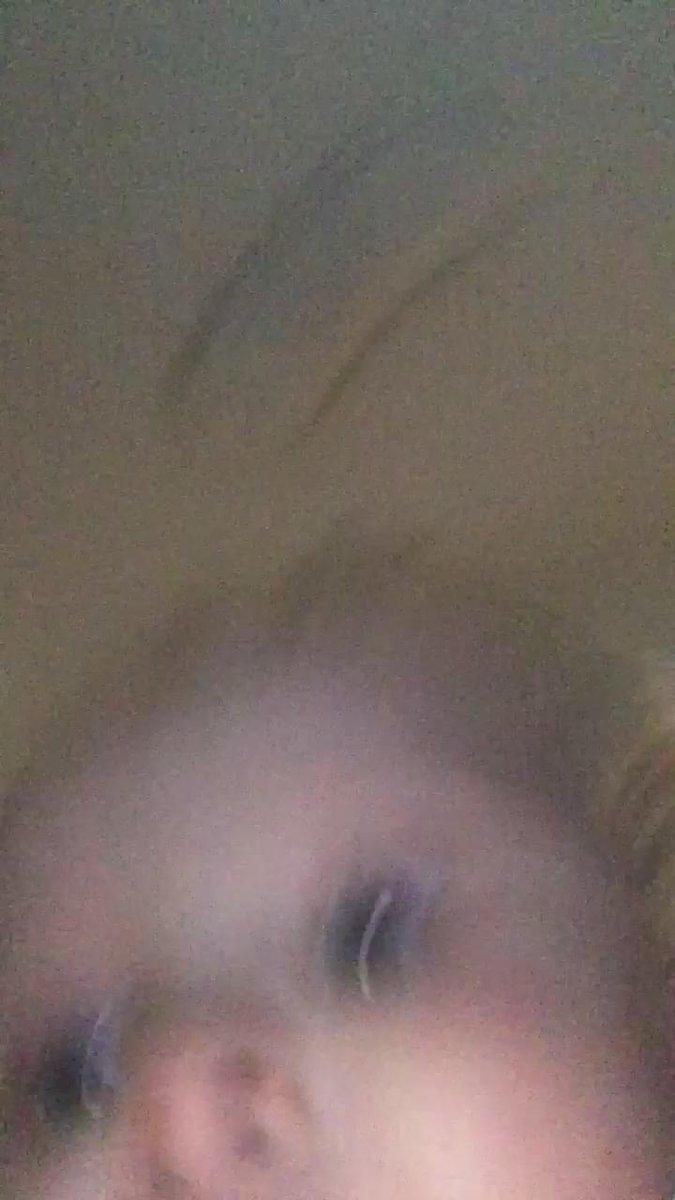 Funny Tweets Kor - 동생이 아직 아기인데 동생이 비디오 촬영된 상태로 휴대폰 들고 도망가서 다 찍혔는데 너무 귀여워ㅠㅠㅠㅠㅠㅠㅠㅠㅠㅠㅠㅠㅠㅠ