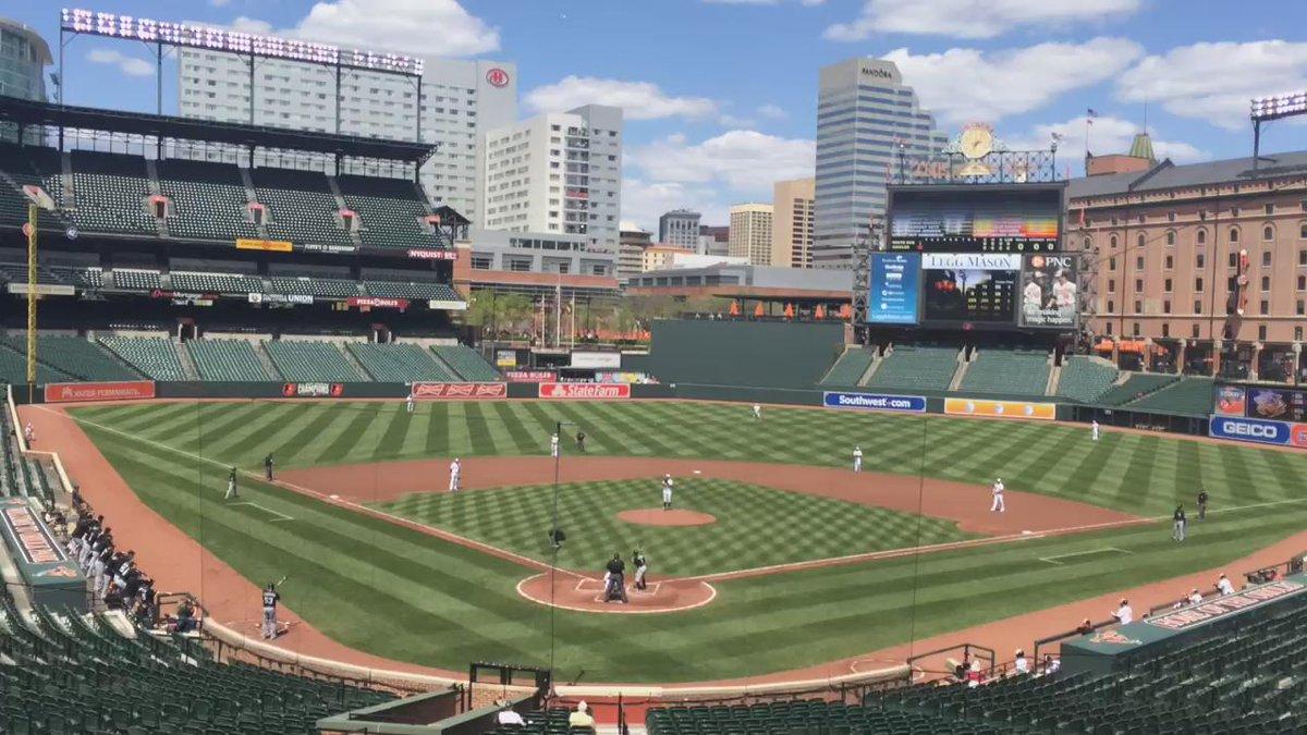 Trippy! RT @obrienmedia: Here's first pitch at the #OriolesVSWhiteSox game with an empty stadium (via @ChiTribKane): http://t.co/7u19unbgw3