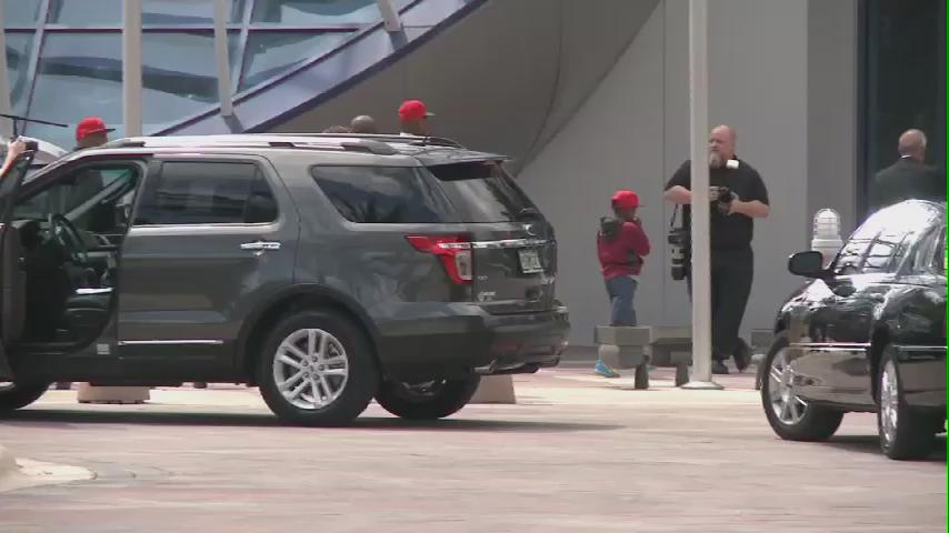 Winston arrives at One Buc Place! #bucs #WTSP @WTSP10News http://t.co/ShtrLZHTTe