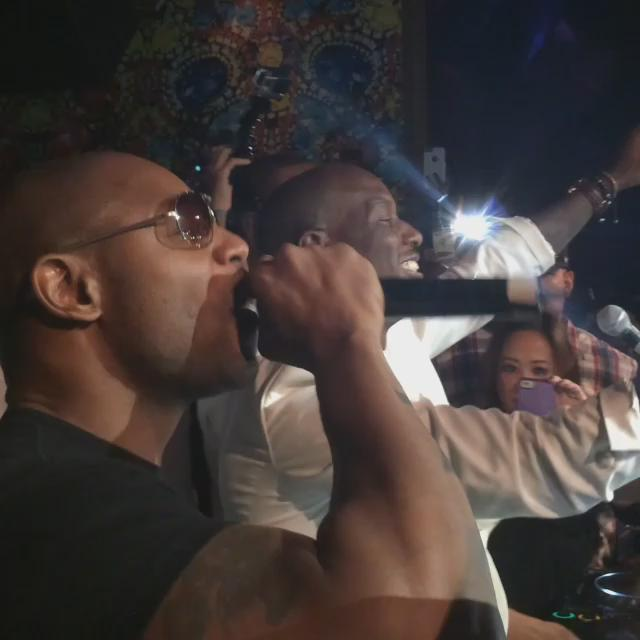 Surprise performance of 'Please Don't Go' by @TheRealTank with @Tyrese!  #FightWeekend #Vegas #VanityLV http://t.co/cysFUDpRcv