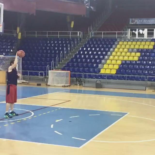 Thanks to @Huertas09 for the assist #dunk @FCBbasket http://t.co/X32VkVBzqh