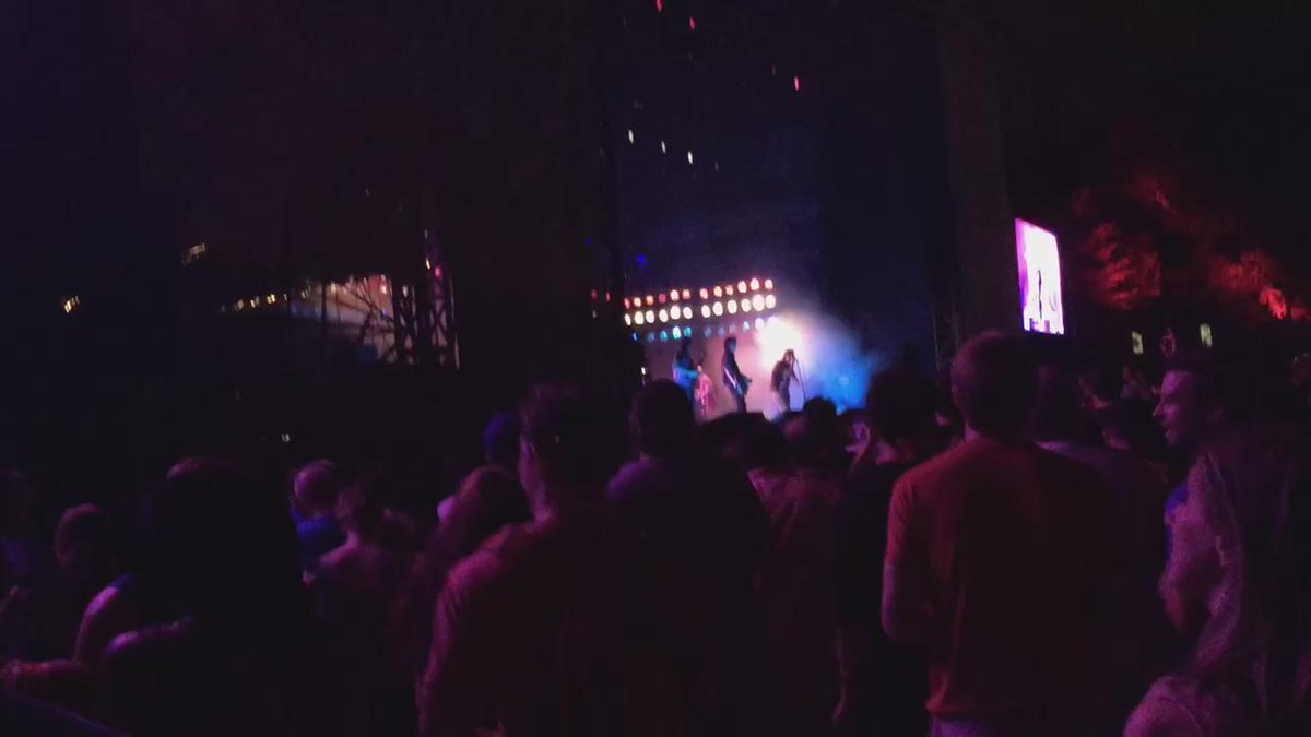 More of @thestrokes! #ShakyKneesFest http://t.co/YPA5yc1d79