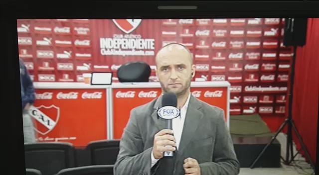 """ATENCIÓN: difundir este video donde un """"hincha"""" de #Independiente ROBÓ  la pantalla de la Sala de Prensa. Increíble. http://t.co/dzvnaJYKzc"""