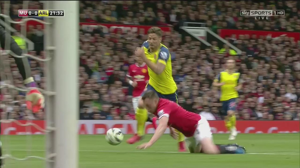 6 years today since Phil Jones blessed us with this world class piece of defending 👏🤣 #MUFC   https://t.co/JvGtbCYG3g
