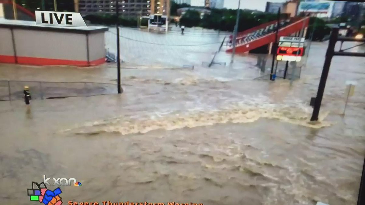 Flooding at House Park football field at Lamar/Enfield. Rescuer on left trying to help stranded person. #atxfloods http://t.co/4avRHxqpTF