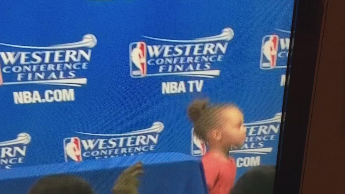 #RileyCurry has a guy who's job is to hold her gum, lol