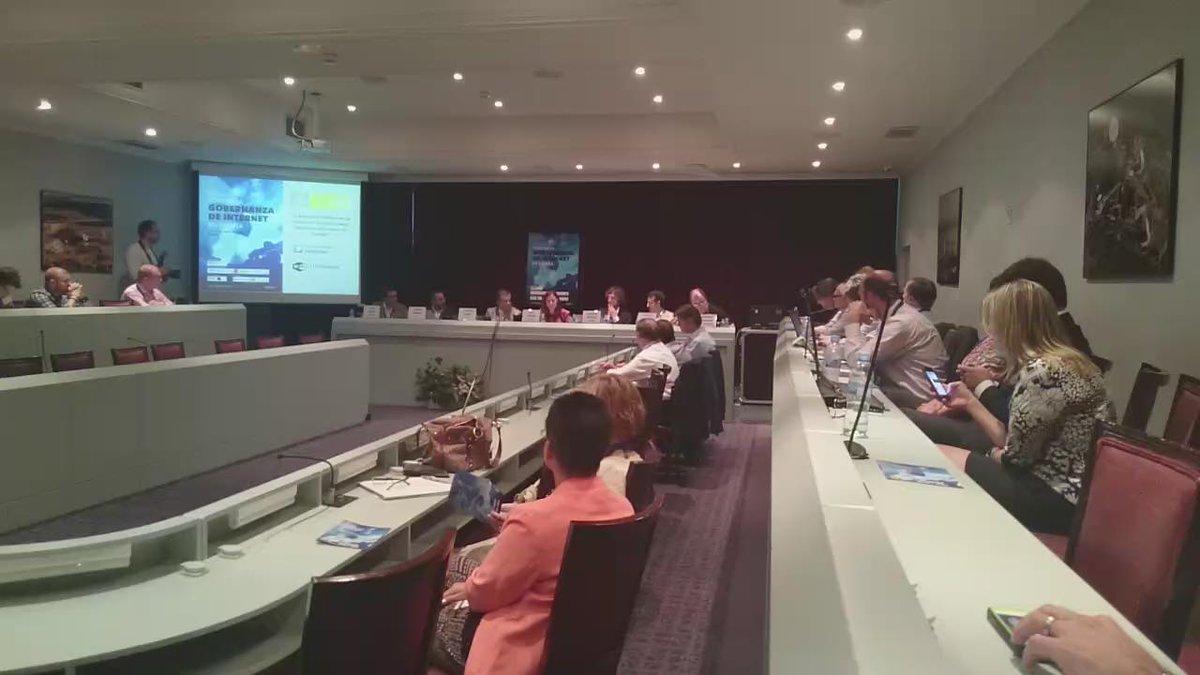Sobre ICANN y la Comunidad multistakeholder. #igfICANN http://t.co/pDtPNLZVTQ