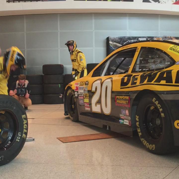 Who needs air tools when you've got the @DEWALTtough @NASCAR crew? #dewaltxp http://t.co/gMnMFlVlSL