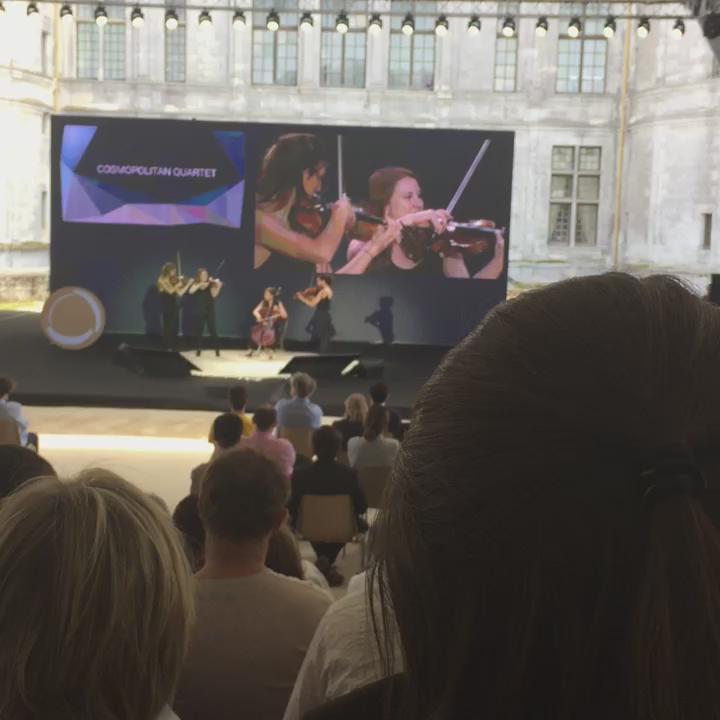 Une introduction pleine de punch à l'#echappee15 #Chambord avec le Cosmopolitan Quartet.... http://t.co/WKJl5wUsZF