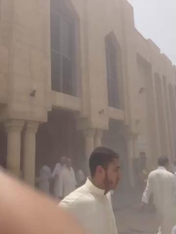 انفجار في مسجد الامام الصادق بمنطقة الصوابر و حتى الآن لا توجد اي تفاصيل انشالله ما يكون في قتلى او إصابات خطيرة http://t.co/JwIoiL14ma